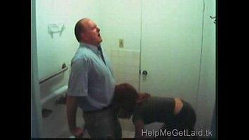 ฝรั่งเย็ดกันแอบถ่ายอาจารย์ใหญ่ยืนให้นักเรียนสาวผมแดงดูดควยให้ในห้องน้ำโรงเรียนxxxx
