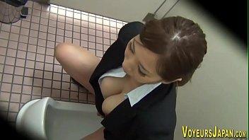 xxxjapanแอบติดกล้องถ่ายสาวออฟฟิศแอบมาช่วยตัวเองในห้องน้ำแต่ละคนอย่างเด็ดxxx