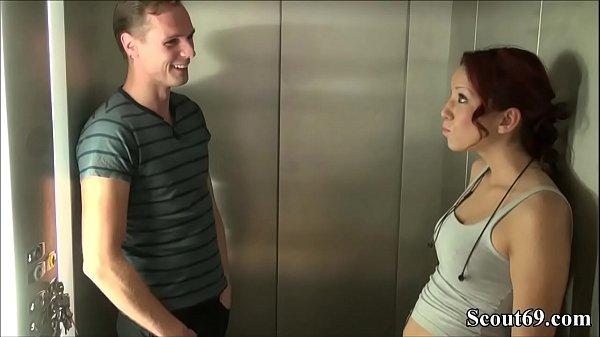 คลิปโป๊คู่รักวัยรุ่นสุดเงี่ยนเลยจัดการแก้ผ้าเย็ดกันมันในลิฟสะเลยผู้หญิงแซ่บมากหุ่นอวบโครตน่าเย็ด