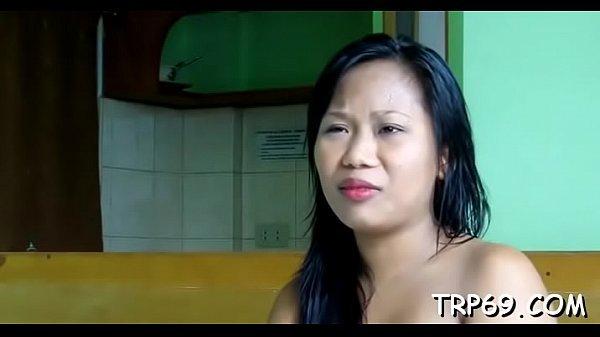 คลิปxxxวัยรุ่นสาวไทยหุ่นอวบๆโดนฝรั่งควยใหญ่หิ้วไปเอาในโรงแรมโดนจัดไปหลายท่าอย่างเสียว