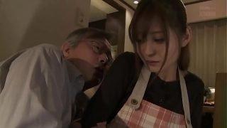 japan av แม่บ้านสาวยังสวยหุ่นดีสุดๆโดนตาแก่บ้ากามเงี่ยนจัดจับแก้ผ้าเย็ดหีแก้เงี่ยนลีลาเด็ดใช่ได้