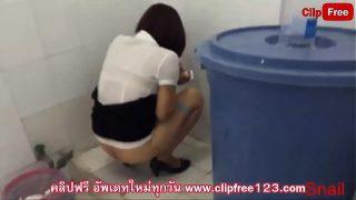 แอบถ่ายนักศึกษาสาวหุ่นดีนั่งทำธุรส่วนตัวตูดขาวสวยมันน่าจับมาเย็ดสักน้ำสองน้ำ