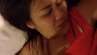 หลุดสาวโรงงานเสื่อแดงหุ่นอวบๆนมใหญ่โตนอนแก้ผ้าให้กิ๊กหนุ่มรุ่นน้องเย็ดหีในโรงแรมม่านรูด