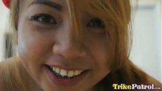 หนังxดูฟรีวัยรุ่นสาวไทยงานดีสวยพอตัวรับงานไปนอนเอากับฝรั่งควยใหญ่รุ่นพ่อ